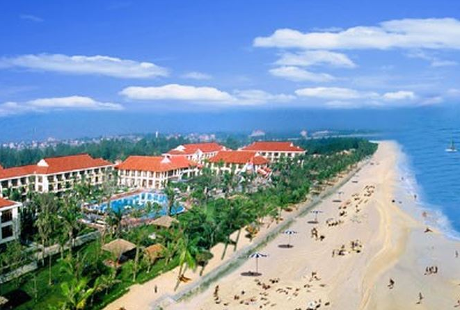 Danang to recover 11 beach-side projects for public use
